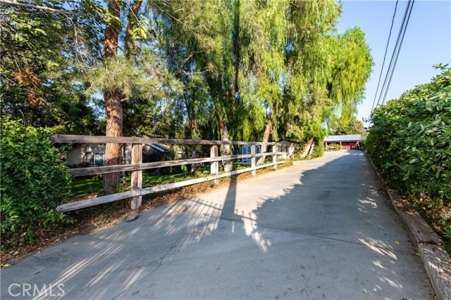 8067 Bridle Path Circle, Riverside CA: http://media.crmls.org/medias/5d7c9e16-57be-4064-bed8-d3f2d551bd28.jpg