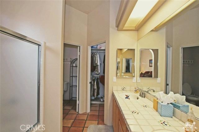 53280 Avenida Carranza, La Quinta CA: http://media.crmls.org/medias/5d8035e8-7644-4c68-8698-e222a1a8967a.jpg