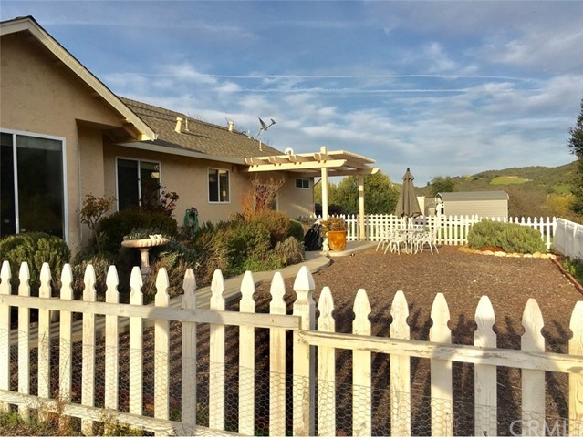 45126 Palomino Road, King City CA: http://media.crmls.org/medias/5d85f333-a5e1-4cc9-b1bf-f922c874d96a.jpg