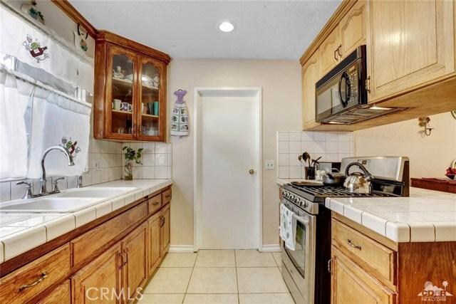 81821 Arus Avenue, Indio CA: http://media.crmls.org/medias/5d8e4b24-3efc-4ba4-a6da-58db502f75ad.jpg
