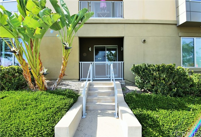 21 Gramercy 116 Irvine, CA 92612 is listed for sale as MLS Listing PW18037077