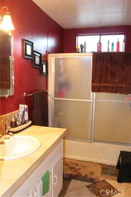 250 Linden Avenue, Rialto CA: http://media.crmls.org/medias/5deb0f9b-e119-4d5d-be6a-85d1fd5c544e.jpg