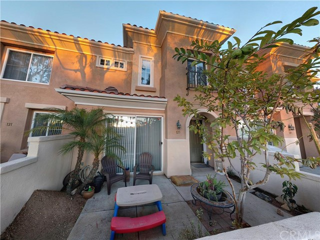 Townhouse for Sale at 123 Via Vicini St Rancho Santa Margarita, California 92688 United States