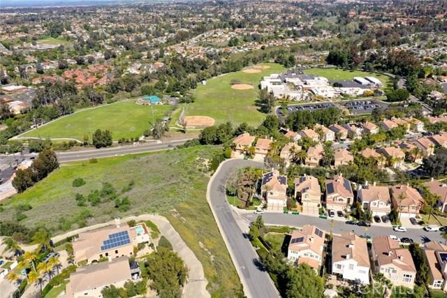 32 Regalo Drive, Mission Viejo CA: http://media.crmls.org/medias/5e083f1d-d7b8-4ef3-9d2b-4d0941136744.jpg