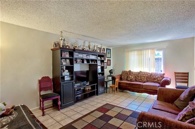 2077 Wallace Avenue, Costa Mesa CA: http://media.crmls.org/medias/5e23ff98-fe69-4510-a8c7-f980c7187a63.jpg