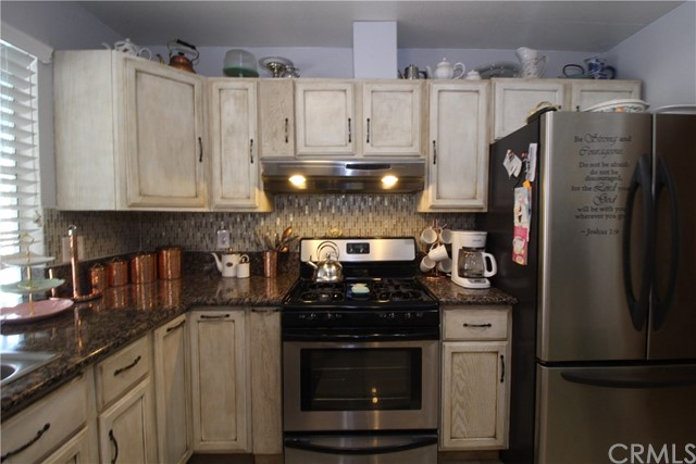 800 San Carlo Avenue, San Bernardino CA: http://media.crmls.org/medias/5e6be39b-7f08-49ba-881c-1f3cd9cc34b4.jpg