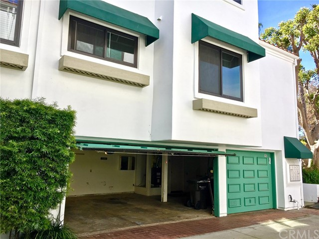 19562 Pompano Lane 112 Huntington Beach, CA 92648 is listed for sale as MLS Listing OC17045705