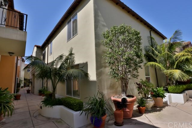 322 5th Street , CA 92648 is listed for sale as MLS Listing OC18204920