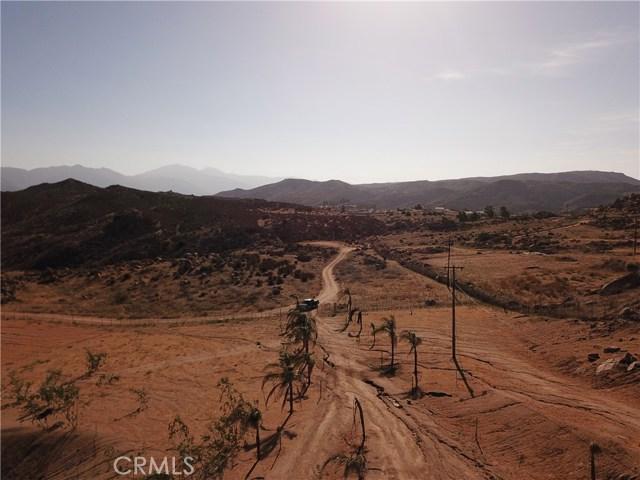 25050 El Toro Road, Perris CA: http://media.crmls.org/medias/5e7a8438-beca-4f97-8ef0-d97343afbe23.jpg