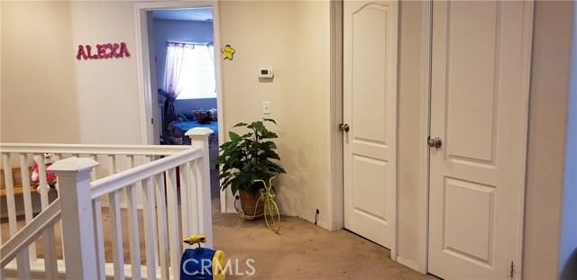 13223 La Crescenta Avenue, Oak Hills CA: http://media.crmls.org/medias/5e964935-ac30-48dd-972a-1c7df81f3b5f.jpg