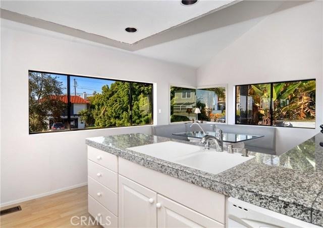 211 W Avenida Valencia, San Clemente CA: http://media.crmls.org/medias/5ea40b09-a8b6-430b-a2df-b4c18c98cba5.jpg