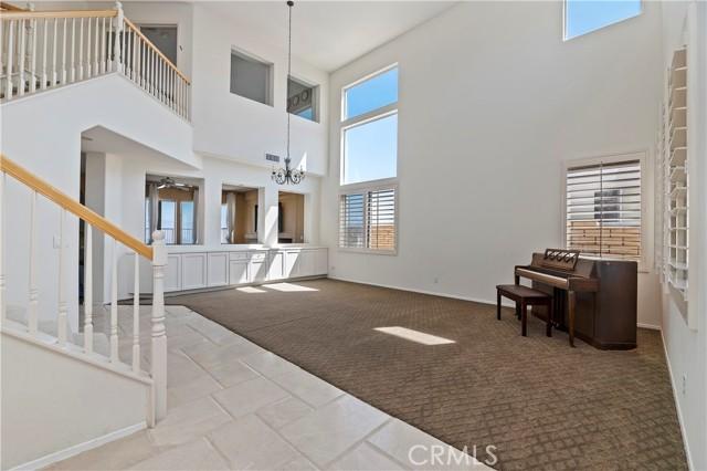 16262 Skyridge Drive, Riverside CA: http://media.crmls.org/medias/5ea47d06-0c24-491e-8dae-50a6c2e12f77.jpg