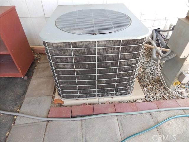 2200 W WILSON Street, Banning CA: http://media.crmls.org/medias/5ea7b09c-5584-466c-8fef-e384310d874d.jpg
