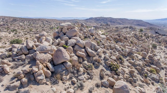 57557 Manzanita Drive, Yucca Valley CA: http://media.crmls.org/medias/5ea8444b-b439-4186-b276-5d44c7b1697d.jpg
