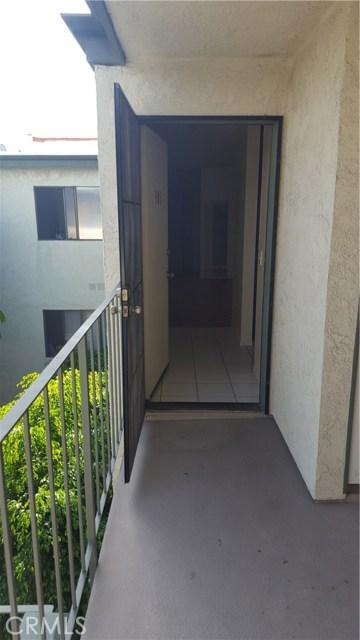 4515 California Avenue, Long Beach CA: http://media.crmls.org/medias/5eb937dd-fdd3-44bc-99cb-ce6fe5a6ee2d.jpg