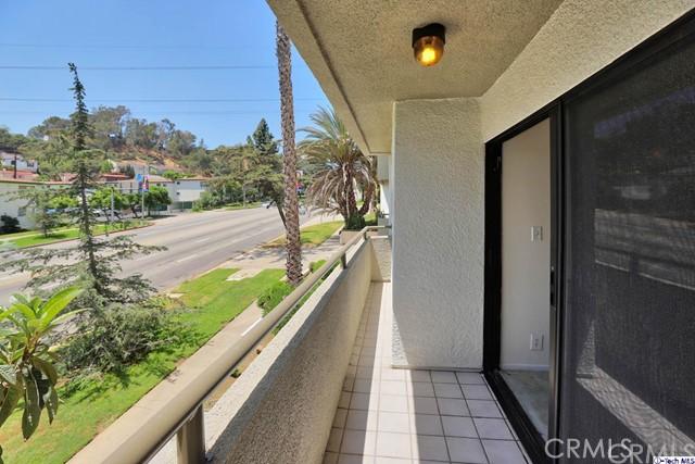 3663 Los Feliz Boulevard, Los Angeles CA: http://media.crmls.org/medias/5ed2d25d-842d-4bd0-9312-578f9a96f829.jpg