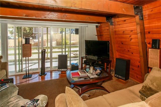 445 Elysian Boulevard, Big Bear CA: http://media.crmls.org/medias/5ef3e8cf-7a98-4263-aa1f-ee3bdf0344e8.jpg