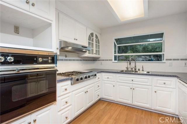 18245 Boxwood Court, Hidden Valley Lake CA: http://media.crmls.org/medias/5f5e6459-ba19-4444-a0a0-eac81abe9edd.jpg