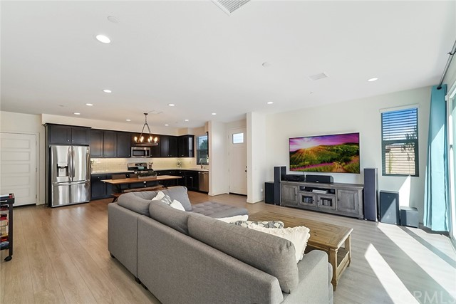 Detail Gallery Image 1 of 1 For 13750 Cameron Ct, Baldwin Park,  CA 91706 - 3 Beds | 2/1 Baths