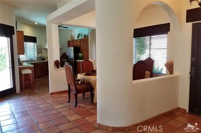 52225 Avenida Obregon, La Quinta CA: http://media.crmls.org/medias/5f98d006-cf89-4008-b779-3b7109cd6483.jpg