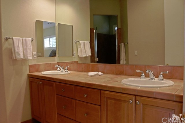 5 Varsity Circle, Rancho Mirage CA: http://media.crmls.org/medias/5fd38b07-3742-4fdc-88a2-127afad2a109.jpg