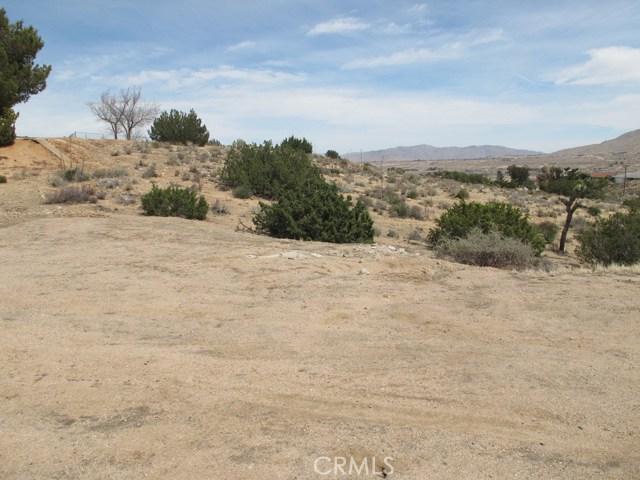 1 Niles Drive, Hesperia CA: http://media.crmls.org/medias/5fd3fd82-4136-481f-993d-13277a745f04.jpg