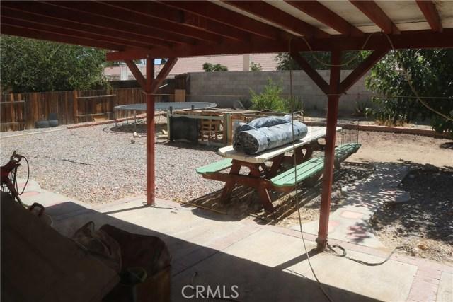10695 Moorfield Street, Adelanto CA: http://media.crmls.org/medias/5fe29d34-56eb-4333-80e6-501631c9b369.jpg