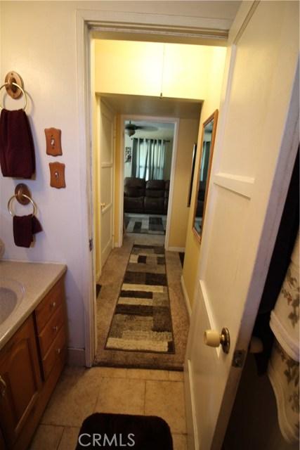 798 Bunker Hill Drive, San Bernardino CA: http://media.crmls.org/medias/5fe8c38e-7262-4f26-9614-1e12e65e6a81.jpg
