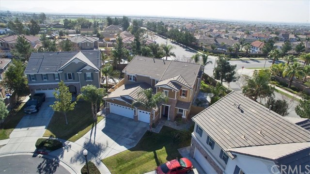 6074 Jepson Court, Fontana CA: http://media.crmls.org/medias/5ff58d12-ea93-41d8-96f1-386d3968fca8.jpg