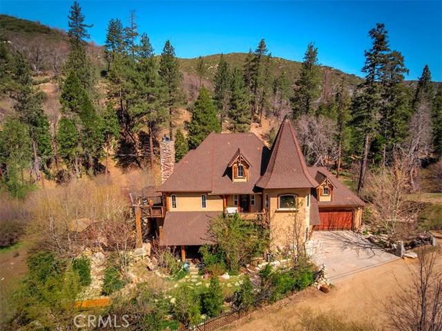 Casa Unifamiliar por un Venta en 860 Elder Drive Cedar Glen, California 92321 Estados Unidos