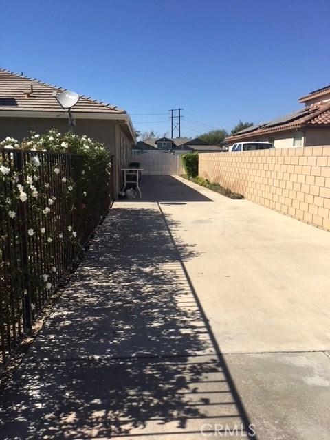 4096 Equestrian Lane, Norco CA: http://media.crmls.org/medias/6025468d-4425-4b05-9f17-f132d5cea958.jpg