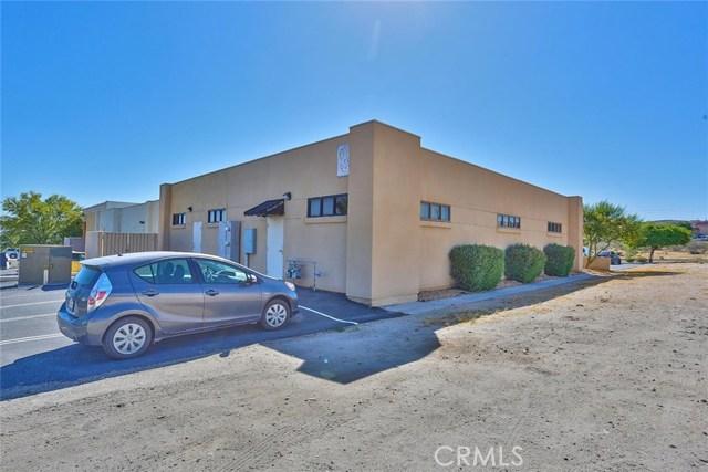 16057 Kamana Road, Apple Valley CA: http://media.crmls.org/medias/602d1108-313e-431a-bfb0-dc89406397e1.jpg