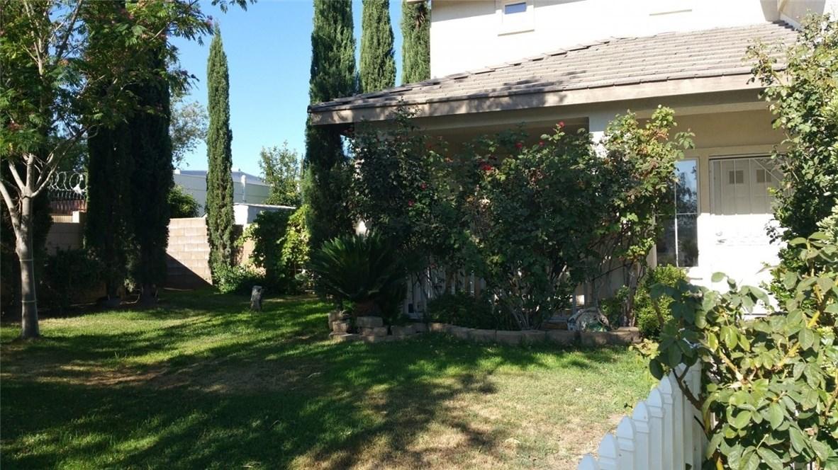 42205 57th W Street, Quartz Hill CA: http://media.crmls.org/medias/6033481e-c532-420f-a2f2-2e5382d25039.jpg