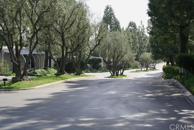 24001 Muirlands Boulevard, Lake Forest CA: http://media.crmls.org/medias/6034ce82-729b-4686-8afb-0e50525cc0eb.jpg