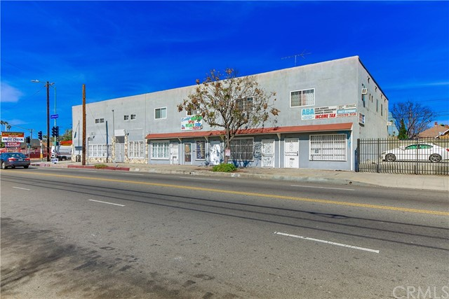 Single Family for Sale at 1885 Jefferson Boulevard W Los Angeles, California 90018 United States