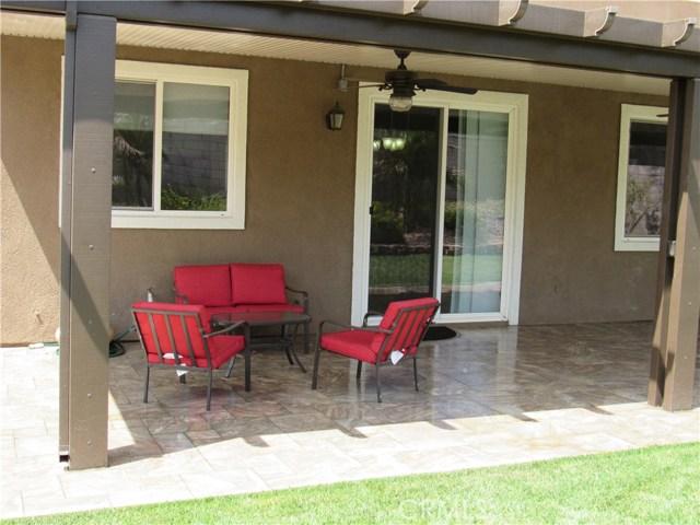 6975 Garden Rose Street, Fontana CA: http://media.crmls.org/medias/608e9c32-3ede-49e8-88f7-ea60e8128005.jpg