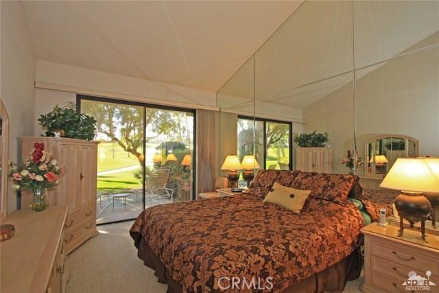 76235 Poppy Lane, Palm Desert CA: http://media.crmls.org/medias/60a252d8-dd14-4bb3-898c-b3891fd389c9.jpg