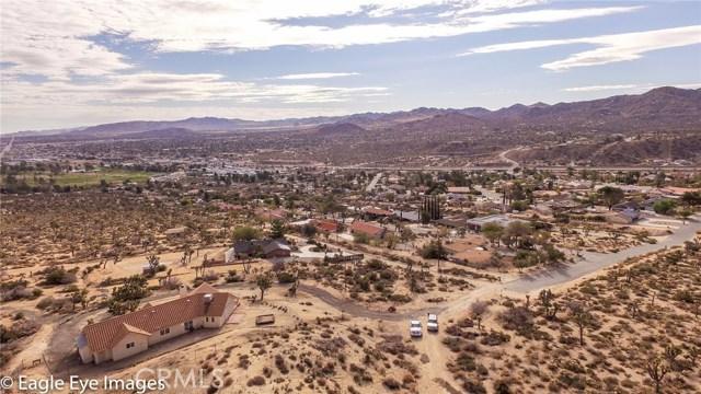 7400 Fairway Drive, Yucca Valley CA: http://media.crmls.org/medias/60a2f6ca-462a-4b88-a5e7-f8e1fdcce198.jpg
