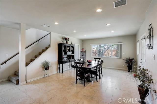 440 W Randall Avenue, Rialto CA: http://media.crmls.org/medias/60b28c65-3481-4fdc-af68-5389fed06d28.jpg