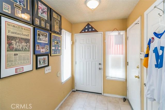 18114 Cummings Street, Fontana CA: http://media.crmls.org/medias/60b416ae-0a7a-4ba1-9369-3cbb56dad703.jpg