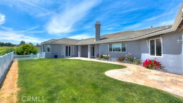3186 Riverside Terrace, Chino CA: http://media.crmls.org/medias/60ba32b5-1254-416c-94bf-6232cd7940ee.jpg