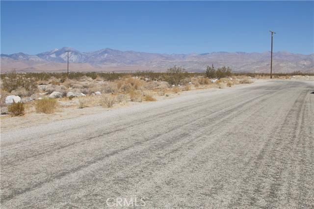 5 Kay Road, Desert Hot Springs CA: http://media.crmls.org/medias/60f59455-5779-4ba4-89c9-2e0443ebcb82.jpg
