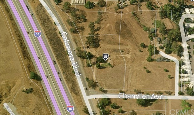Casa Unifamiliar por un Venta en 9360 Calimesa Boulevard Calimesa, California 92320 Estados Unidos