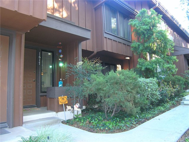 1617 Westmont Drive, San Pedro, California 90732, 2 Bedrooms Bedrooms, ,1 BathroomBathrooms,Townhouse,For Sale,Westmont,PV20063705