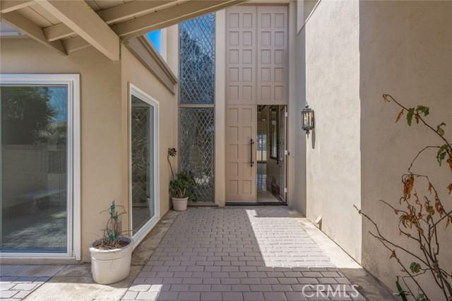 9 Rue Valbonne, Newport Beach CA: http://media.crmls.org/medias/613b3479-a61f-4102-9327-f561e38f2293.jpg
