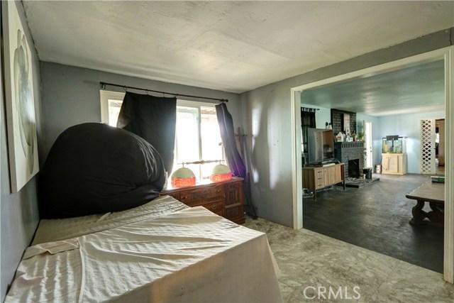 6880 Riverdale Place, Jurupa Valley CA: http://media.crmls.org/medias/615e4369-4081-49d1-8534-838a96ceefe2.jpg