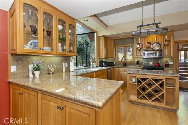 27537 W Shore Road, Lake Arrowhead CA: http://media.crmls.org/medias/6160f9d6-ccb2-45d1-baf6-d183dfdeba07.jpg