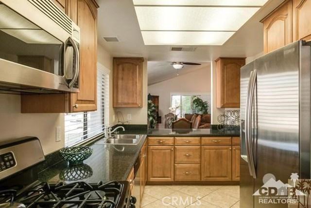 72384 Ridgecrest Lane, Palm Desert CA: http://media.crmls.org/medias/6166204f-bd7e-4b40-891f-4594845195c4.jpg