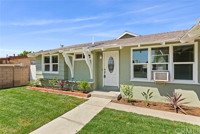 2483 W Harriet Lane, Anaheim CA: http://media.crmls.org/medias/61a3d891-d00f-44e4-a158-896c8c4344b6.jpg