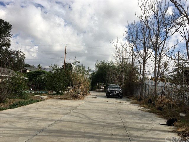 8947 Noble Avenue, North Hills CA: http://media.crmls.org/medias/61b4e1b8-5088-4c36-ae5a-21700132718c.jpg